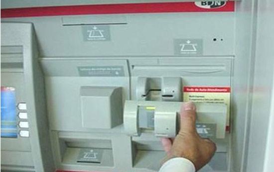 Funcionamiento de un Skimmer - Estafa bancaria 1